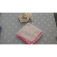 gasa bebé con croche blanca y rosa