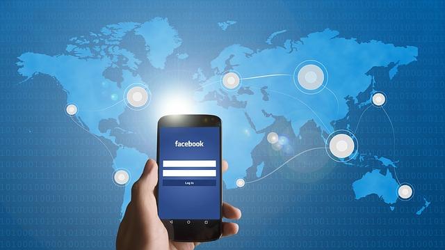 Facebook-y-smartphone